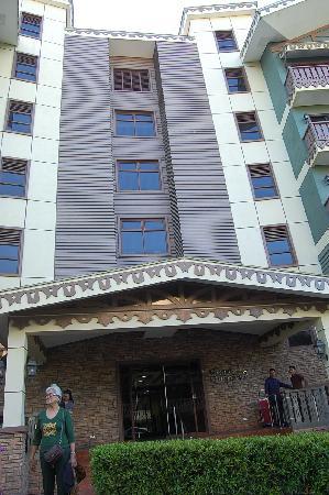Crosswinds Resort Suites: frontage shot