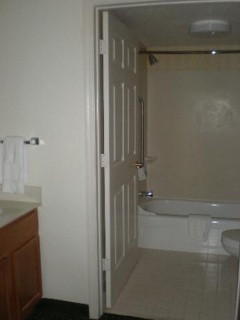 Residence Inn Orlando East/UCF Area: Bathroom