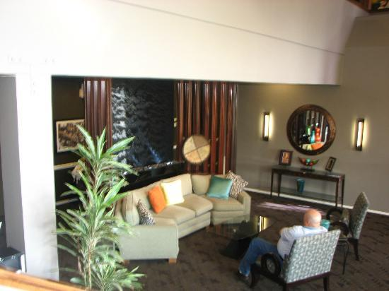Best Western Plus Novato Oaks Inn: Lobby area. Updated and relaxing with great coffee and tea!