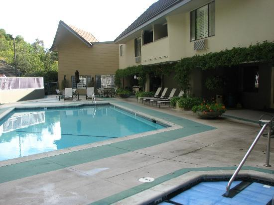 Best Western Plus Novato Oaks Inn : Pool area