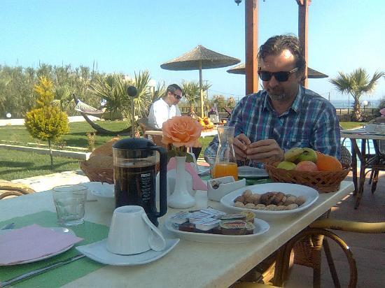 Kris Apartments: uitgebreid ontbijt