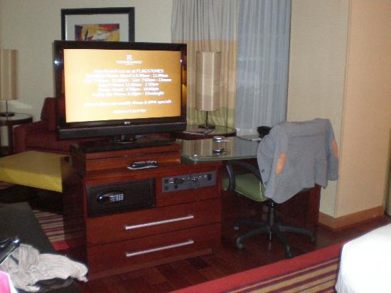 Renaissance Charlotte SouthPark Hotel: TV