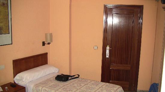 Pension Alcazaba: ingresso camera doppia