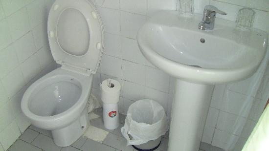 Pension Alcazaba: Bagno camera doppia