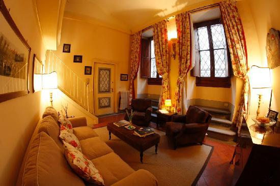 A Suite in Florence: Living Room Dimora del Barone