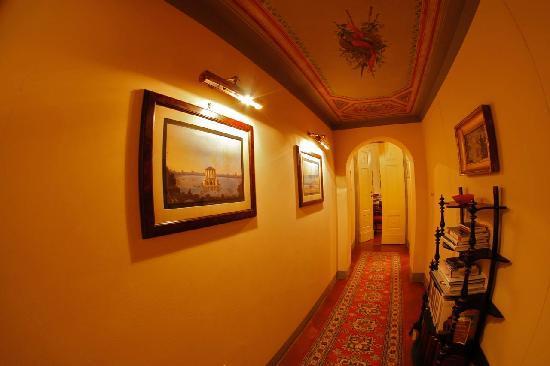 A Suite in Florence: Corridor Dimora del Barone