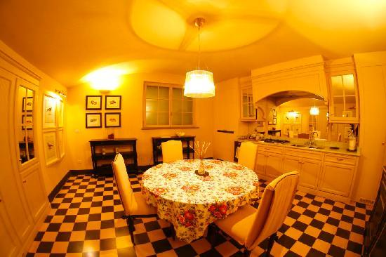 A Suite in Florence: Kitchen Dimora del Barone