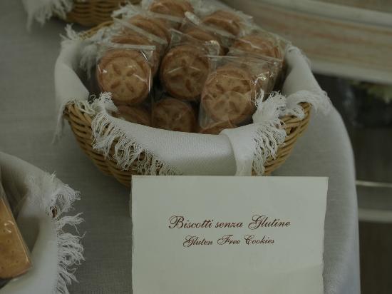 Santa Caterina Hotel: Gluten-free cookies at breakfast!