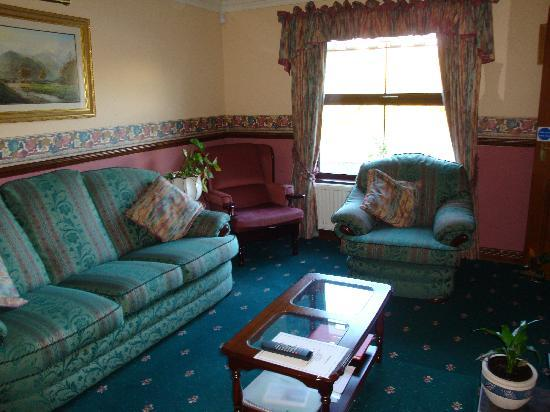 Corrigan's Shore House: Guest TV Lounge