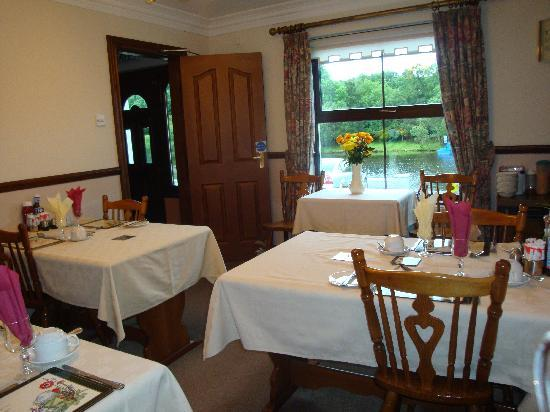 Corrigan's Shore House: Dining Room overlooking Lough Erne