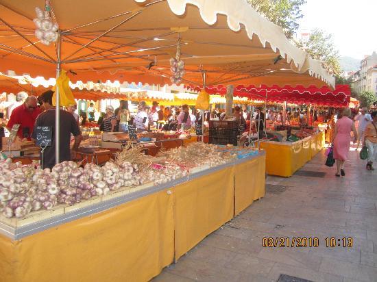 Cours Lafayette: Garlic