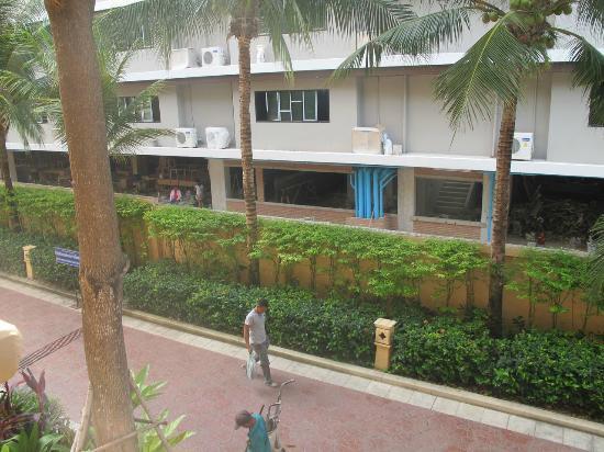 Avalon Beach Resort: Construction