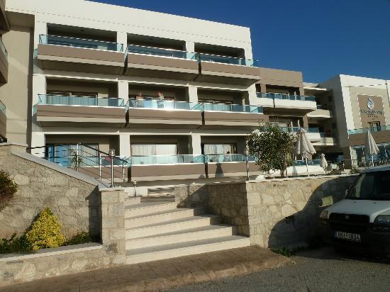 Nautilus Bay Hotel: Hotel entrance