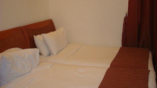 La Villa Najd : Single beds Joined together for the kids