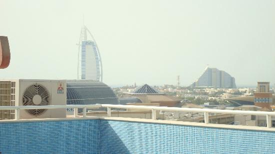 La Villa Najd : Burj Al Arab from the roof to Pool