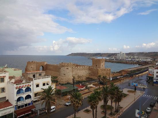 Hotel Riad Asfi: Вид из номера на океан и португальскую крепость