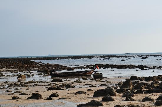 Sai Naam Lanta Residence: Strand links