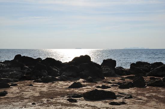 สายน้ำลันตา เรสซิเดนซ์: felsiger Strand