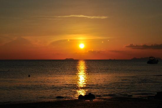 Sai Naam Lanta Residence: Sonnenuntergang