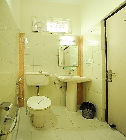 هوتل أكال ريزيدينسي: Toilet