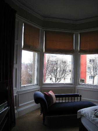 Ardmor House: Sunny bay window