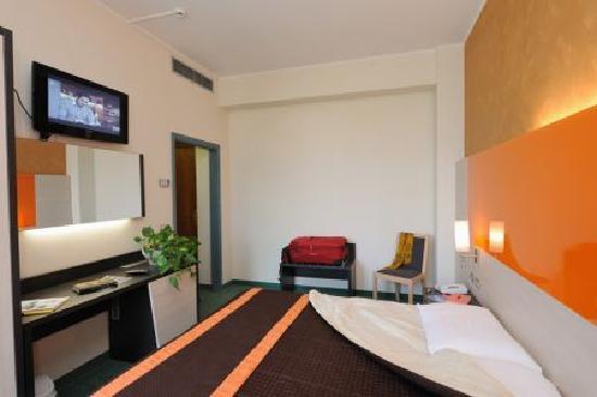 Ristorante foto di hotel restaurant meeting stresa for Hotel saini meuble
