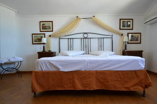 Hotel Aktaion II : qeeensize bed