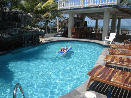 Diving Pelican Inn: very, quiet refreshing pool