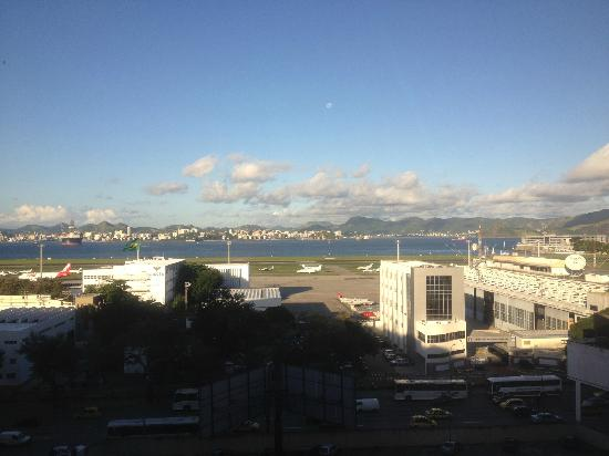 Novotel RJ Santos Dumont : View from the room facing the airport