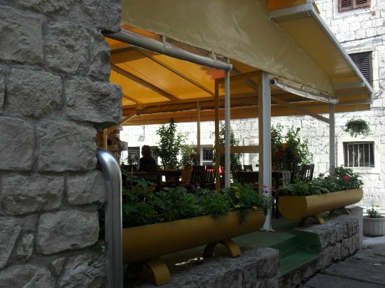 Bistro Toc: Outside seating