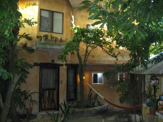 Casitas Kinsol: Kinsol front apartments