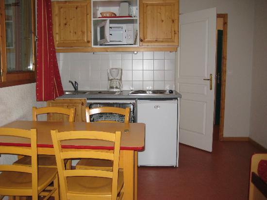Goelia Les Chalets De La Toussuire : Kitchen