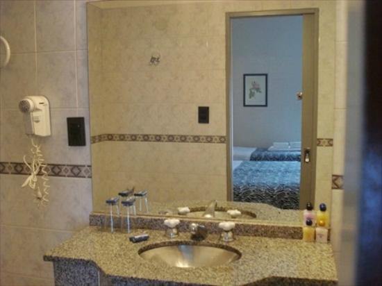 Hotel Plaza Roma: Baño