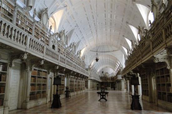 Palacio Nacional de Mafra: Teilansicht Bibliothek....