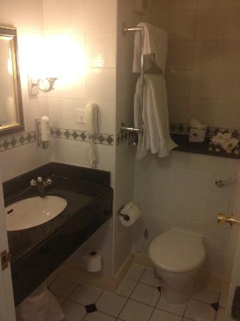 George Hotel : bathroom