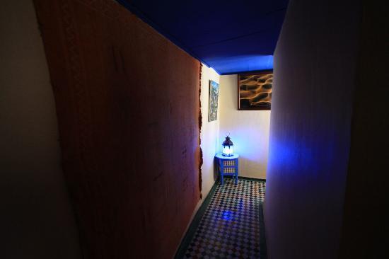 Riad Jean Claude: Couloir d'acces aux chambres du haut