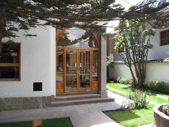 Fachada Hotel Saranga
