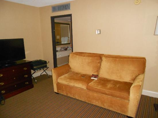 The Beverly Heritage Hotel: Sitting Area
