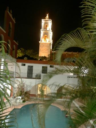 Hotel San Clemente: vue de la cathedrale depuis le corridor exterieur