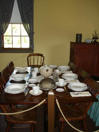 Surratt House Museum: Tavern Dining Room in Surratt House.