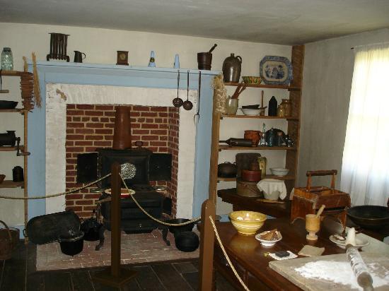Surratt House Museum: Kitchen in Surratt House.