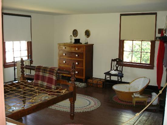 Surratt House Museum: Guest room in Surratt House.