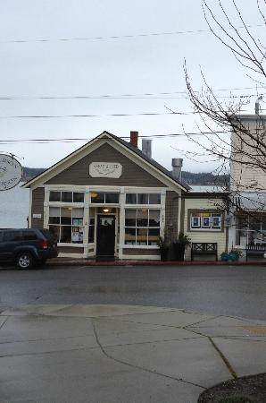 Knead & Feed Restaurant: Knead and Feed on an early Spring morning