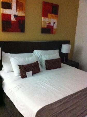 Novotel Sydney Norwest: King size bed