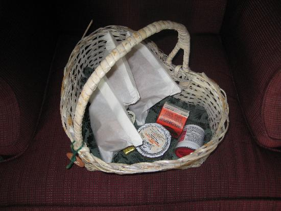 Bishop Victorian Hotel: Breakfast basket
