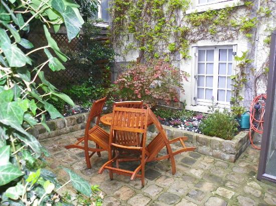 Passy Eiffel Hotel: Garden off Room 7