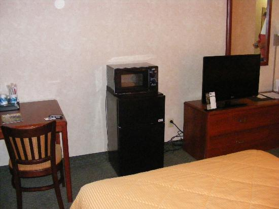 Comfort Inn & Suites N at Pyramids: Mini-fridge/microwave a nice feature