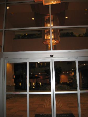 Embassy Suites by Hilton Albuquerque - Hotel & Spa: Front entrance
