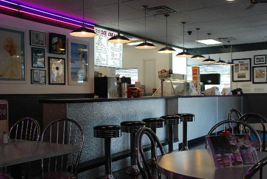 Parker's Drive-In Restaurant: Service counter