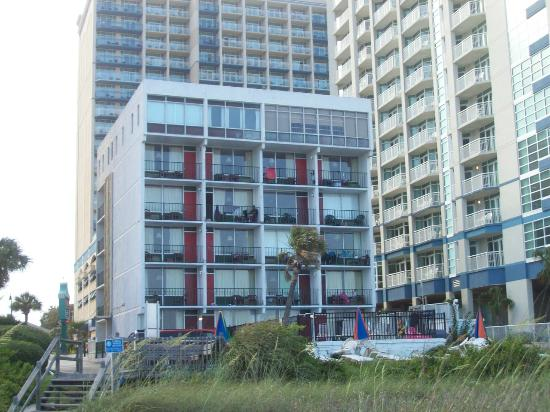 Carnival Inn & Suite @ The Beach : View from the beach